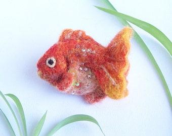 Golden fish brooch Bright fun underwater life pin Aquarium accessory jewelry Gold yellow orange tones Fishie fishy with shining scales