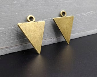 4 pendants/charms shaped triangle brass 2.2 x 1.8 cm