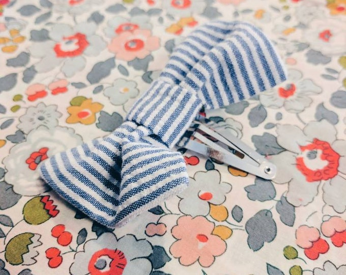 HAIRCLIP BOW size medium constructed in navy white stripe seersucker cotton