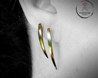 Pendientes plata colmillos de serpiente, Pendientes de aguja medianos, Pendiente artesanal, Joyería minimalista, Joyería contemporánea