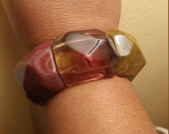 Lovely Vintage Geometric Faceted Acrylic  Stretch Bracelet