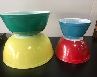 Pyrex mixing bowls primary colors set if 4
