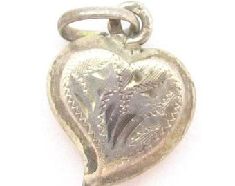 Pretty Vintage Etched Floral Puffy Heart Sterling Silver Charm Pendant*925*D936