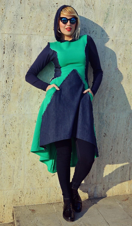 Extravagante Smaragd Kleid mit Denim Einschub / Smaragd Kapuze