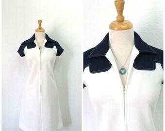 Vintage 70s dress Leslie Fay, White Navy blue Zipper front shift dress Small