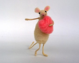 Needle Felted Mouse pink heart Valentine's Doll Love decor Wool toy mouse Gift for her Mother's day gift ornament Felt Woodland mice Waldorf