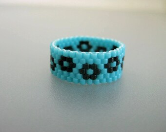 Peyote Ring / Seed Bead Ring in Turquoise and Black /  Beaded Ring  / Flower Ring / Peyote Band / Thin Ring / Skinny Ring / Size 7 Ring