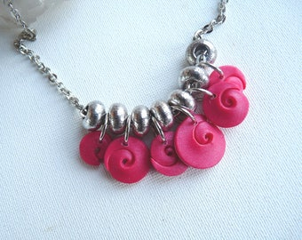 Spiral Choker polymer fuchsia mother of Pearl, metal spacers, metal chain silver