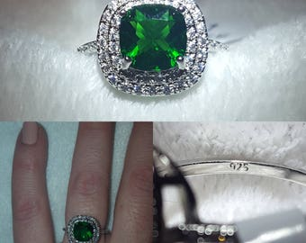 Antique-Style Emerald Silver Ring