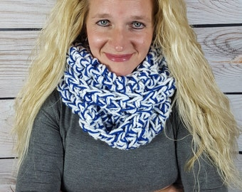 University of Kentucky Wildcat Infinity Scarf, Crochet Cowl Scarf, Loop Scarf, UK Scarf - Kentucky Scarf -  Can be worn 2 different ways