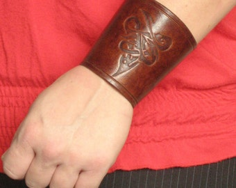 Medieval Viking Armor Celtic Design Carving Leather Cuff Bracer