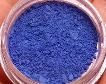 Mai Destruction - matte blue vegan eyeshadow