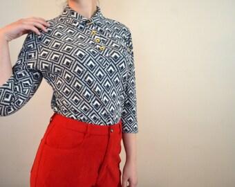 Geometric 3/4 Sleeve Medium Shirt