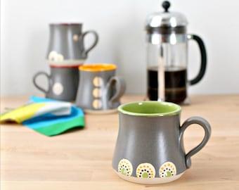 Grüne Keramik Kaffeebecher, Steingut Kaffeetasse, handgemachte Keramik-Becher, modernen Kaffee Tasse, Kaffee Tasse mit Punkten, bunten Kaffeetasse