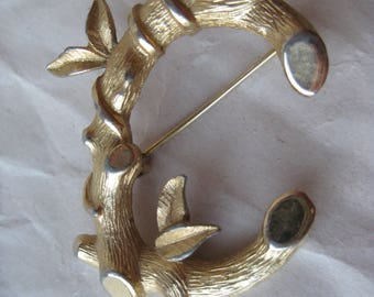 Shabby C Gold Brooch Vintage Pin Sarah Coventry