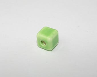 Pistachio green ceramic bead, cube 8.00 mm. (8398084)