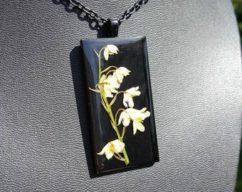 Real White Flowers Resin Rectangular Pendant and Chain in Black Metal Finish/Flower Pendant/Flower Necklace/Resin Pendant/Resin Jewelry
