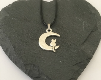 Cat & moon necklace / cat necklace / cat jewellery / cat lover gift / animal necklace / animal jewellery / animal lover gift