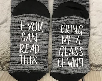 Mother's day gift, Wine Socks, If you can read this bring me a glass of wine, socks, Wine lover, Mom gift, Co-worker Gift