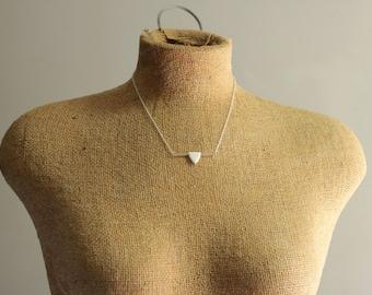 Weißer Pfeil Halskette mit 925er Sterling Silber Bar und Kette, minimalistisches Design