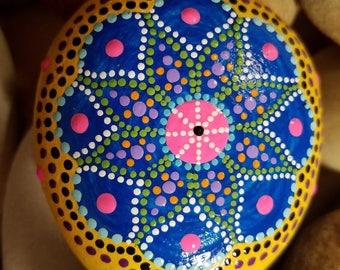 painted rocks, dot art, polka dots