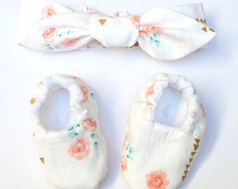 Soft sole baby booties and knotted headband