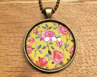 Spring in Yellow - Necklace with glass cabochon 30mm