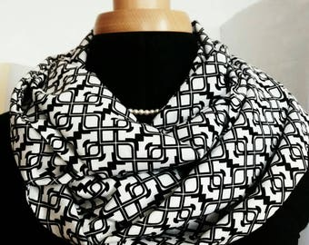 Snood in black and white cotton with geometric patterns