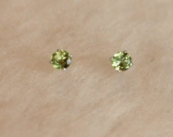 4mm Peridot Argentium Silver Earrings - Nickel Free Hypoallergenic Stud Earrings