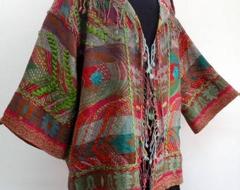 Vest in red and multicolored, V neck, embroidered wool yarn