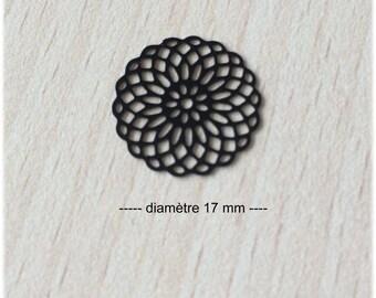 "Connector / black ""rosace"" filigree pendant"