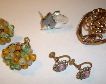 Small Collection of Costume Jewelry Earrings Brooch