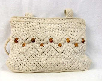 Vintage 80s Crochet Handbag / White / Cotton / Wood Beads / Made in People's Republic of China / Long Straps / Zipper Top / Cord Purse