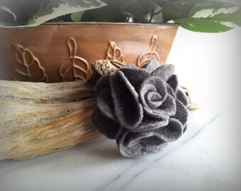 Felt flower hair clip -Choose 1 color-