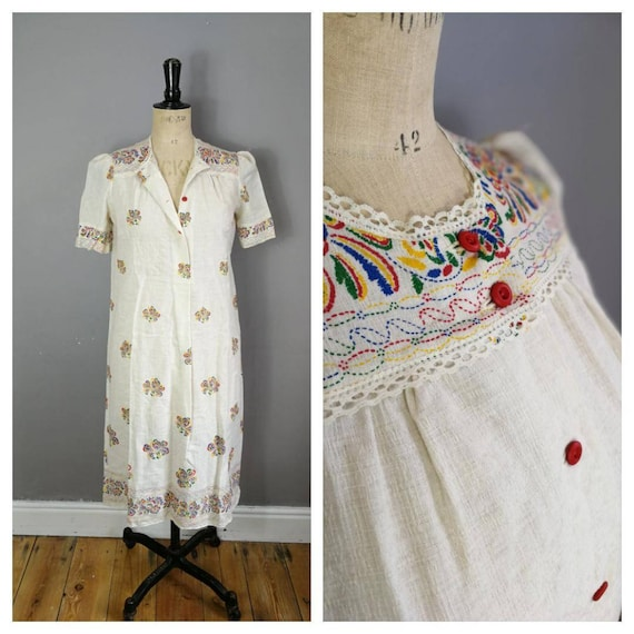 White cotton boho dress / hippie summer cotton dress / Mexican style vintage dress / 70s summer dress / lace with red buttons / bohemian