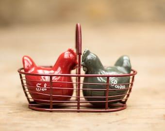 Salt and Pepper Chickens Cruet Set /Sel et Poivre cruet set