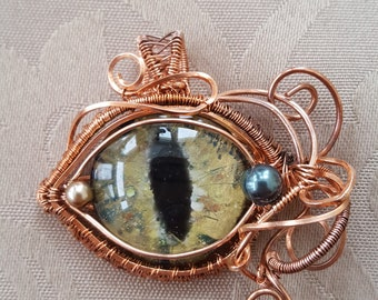Stunning Dragon's Eye Pendant