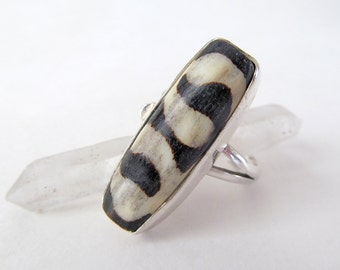 Sterling Silver Ring with African Batik Bone, Boho Tribal Ring, Unique Vintage Ring, Ethnic Tribal Jewelry, Ring Size 7-1/2, Batik Bone Ring