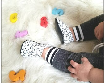Arrow Baby Moccs / Baby Shoes / Baby Moccasins / Baby Moccasins / Childrens Indoor Shoes /Soft Soled Shoes /Baby Boy Girl Gender Nuetral /
