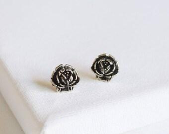 SALE . antiqued rose stud earrings . gold rose earrings . simple rosebud earrings . antiqued gold flower studs . flower stud earrings