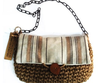 Handmade, crochet hand bag with olivewood button & linen