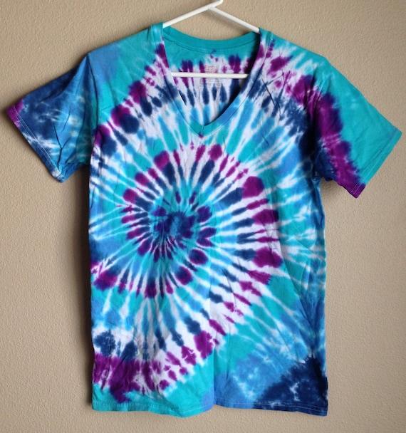 Tie dye Tshirt - handmade - Michigan made - vneck shirt - scoop neck tshirt - 100% cotton - custom tie dye - sizes S-XL - spiral tie dye lACgS01p
