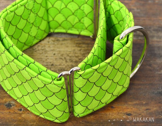 Martingale dog collar model Mother of Dragons. Adjustable and handmade with 100% cotton fabric. Dragon scales design Wakakan