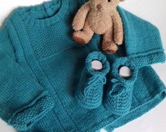 1 set sweater jacket and booties in soft wool