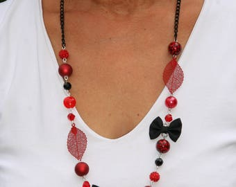 Necklace colors red and black