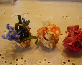 Dollhouse MINIATURE FLOWER BASKETS/Fairy Garden