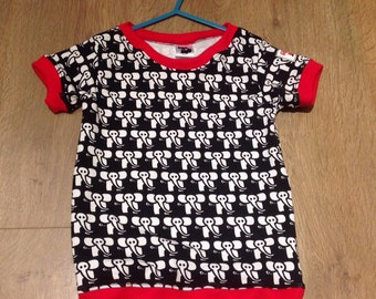 Black and red elephants t-shirt- size 3-4 years