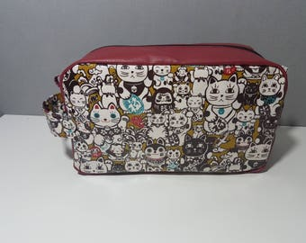 Toilet bag patterns cats, Tote, fully lined, large 34 cm opening, neat work.