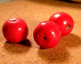 5 large painted wooden beads - red tomato - 19 x 17.5 mm B27
