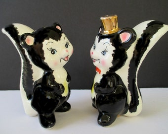 SKUNK Salt And Pepper Shakers * Black And White * JAPAN * Animal Salt And Pepper Shakers